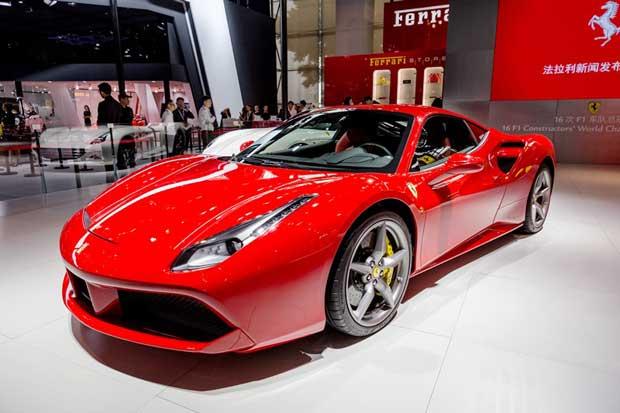 Ferrari-GTC4-Lusso-2016-2.jpg