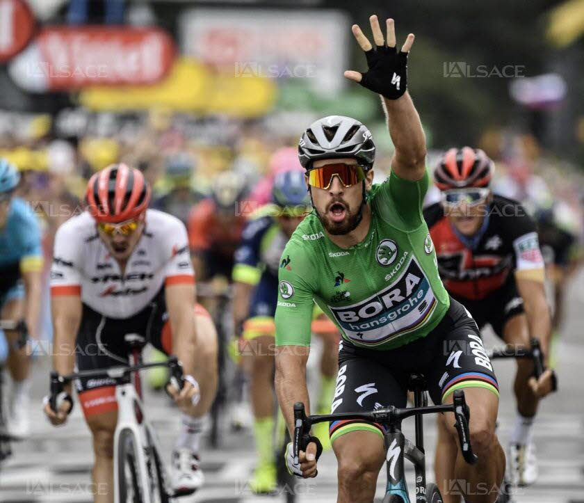 le-slovaque-peter-sagan-a-remporte-d-un-rien-sa-troisieme-victoire-d-etape-sur-ce-tour-de-france-2018-hier-a-valence-confortant-ainsi-un-peu-plus-son-maillot-vert-photo-afp-jeff-pachoud-