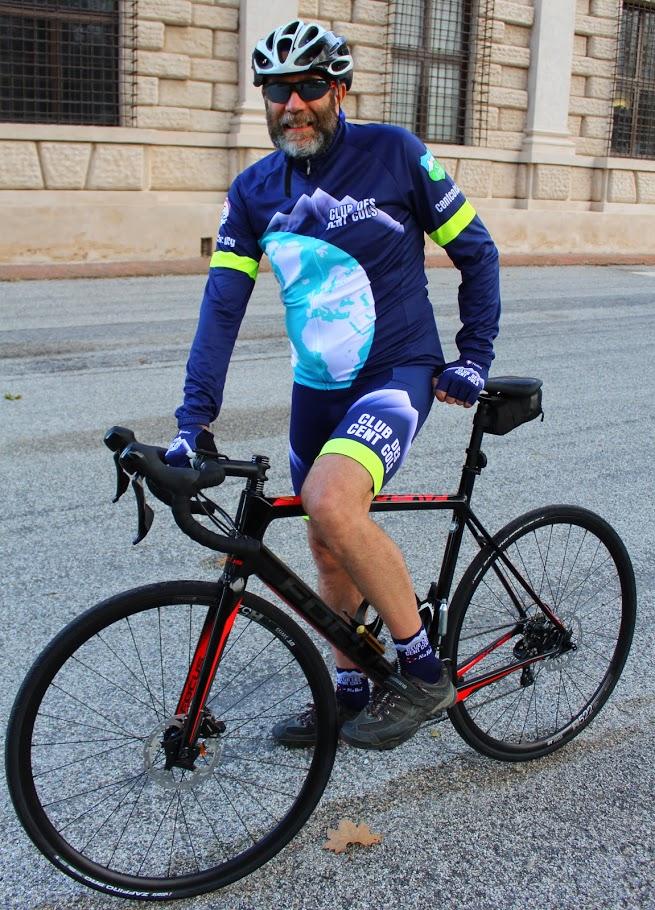 12_6 sur vélo maillot et cuissard été.jpg