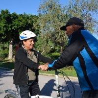 Zoubeida apprend le vélo